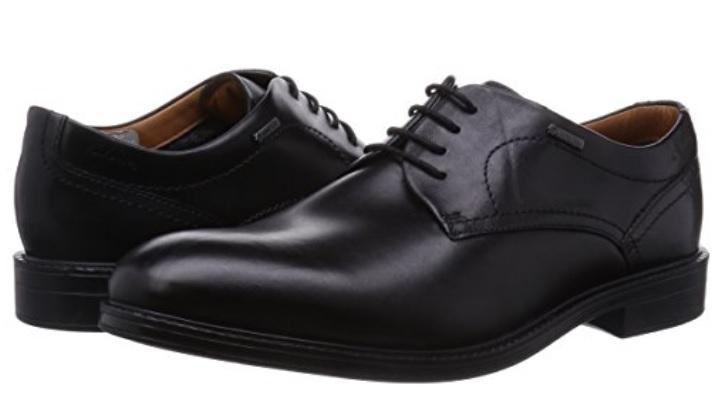 zapatos de cuero negro con cordones